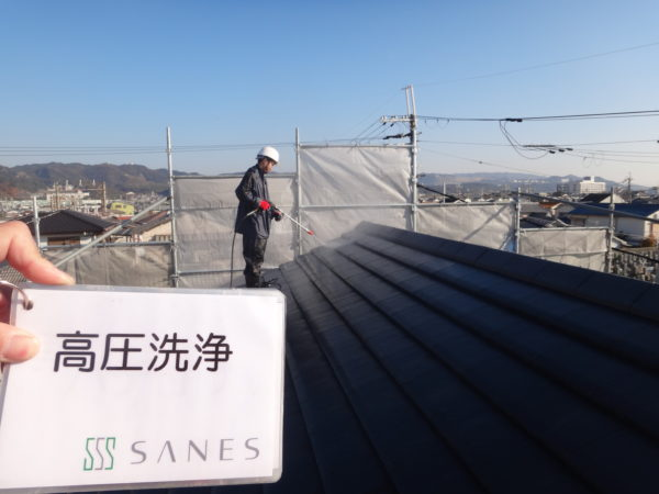 【和歌山市・西庄】I様邸 外壁・屋根 高圧洗浄【寒さに負けずに頑張ります!】