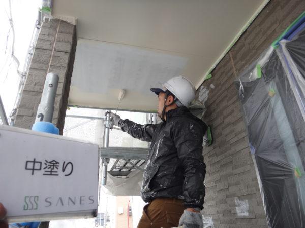 【和歌山市・西庄】I様邸、軒天のシリコン塗装の様子です!!