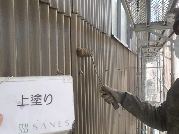 【和歌山県・海南市】工場外壁スレート波板を塗っていきます