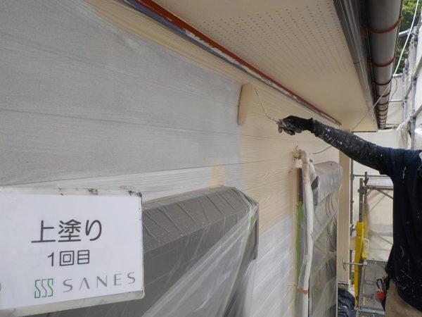 【和歌山県T様邸】外壁塗装の下塗り、シリコン塗装×2回を行います。