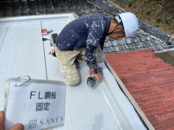 【和歌山県Y様邸雨漏り修理】鋼板の固定とIHディスク取り付け作業