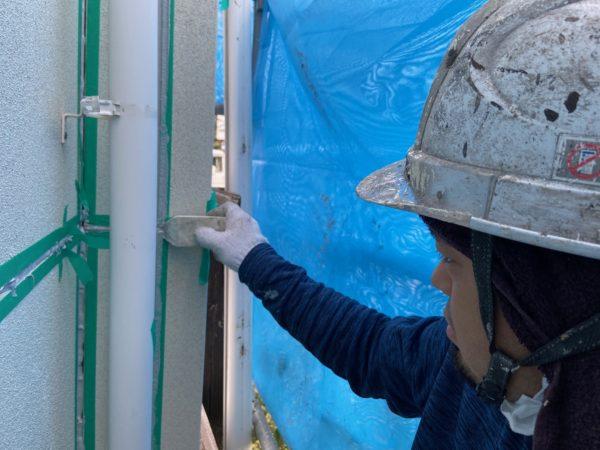 【和歌山県海南市】美容室の塗装工事、次はシーリングを行います!